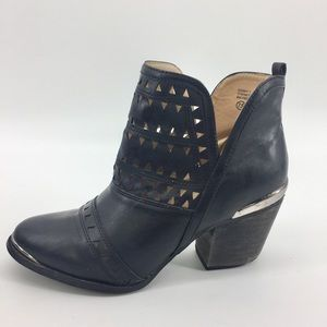 Chase & Chloe Coddy Ankle Bootie 7.5 Black Pull On